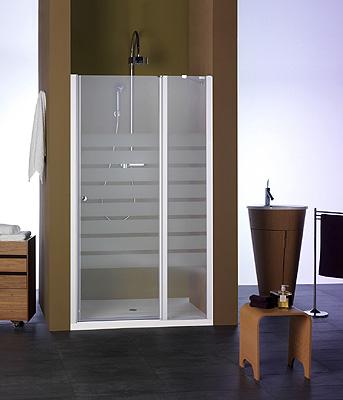 Velvet presenta el modelo polux simplicidad y estilo for Duchas con puertas de vidrio