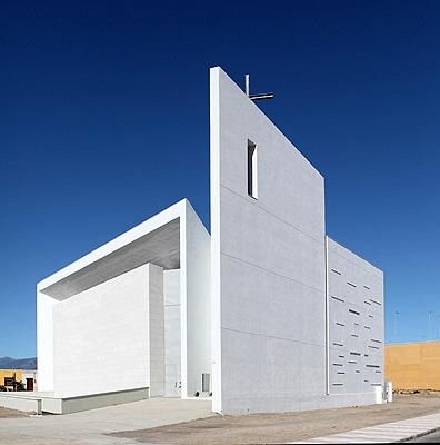 La arquitectura contempor nea impregna la nueva iglesia for Arquitectura minimalista imagenes