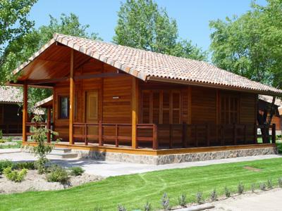 Casas do brasil construye 80 habitaciones para un camping - Casas de madera de lujo en espana ...