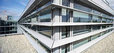 Kawneer proporciona eficiencia energ tica y dise o con sus for Parasoles arquitectura