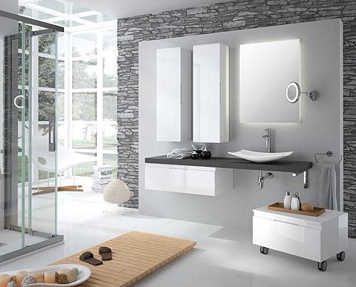 serie se complementa con tiradores cromados adaptados a los muebles