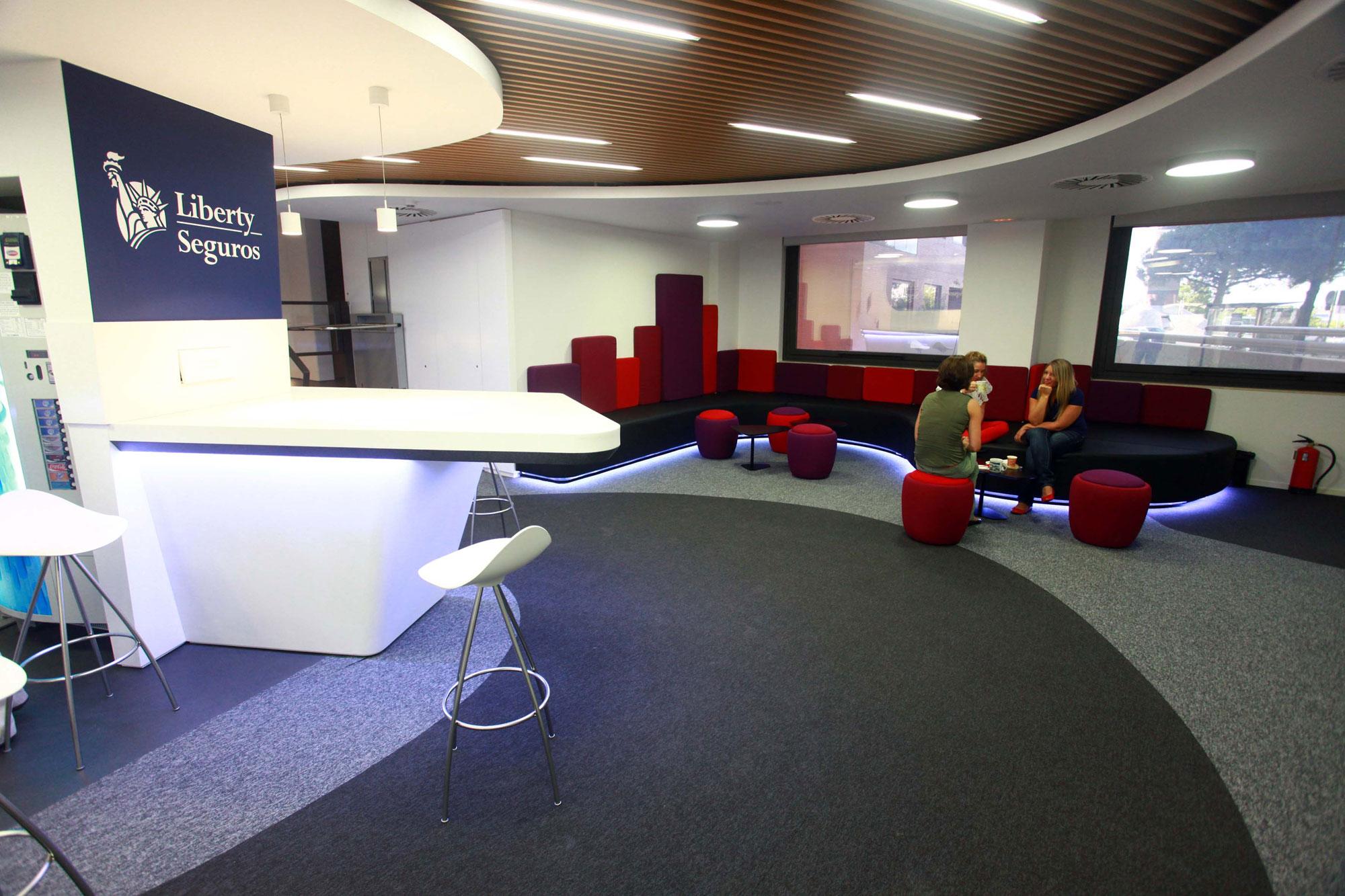 steelcase equipa las oficinas de las sedes corporativas