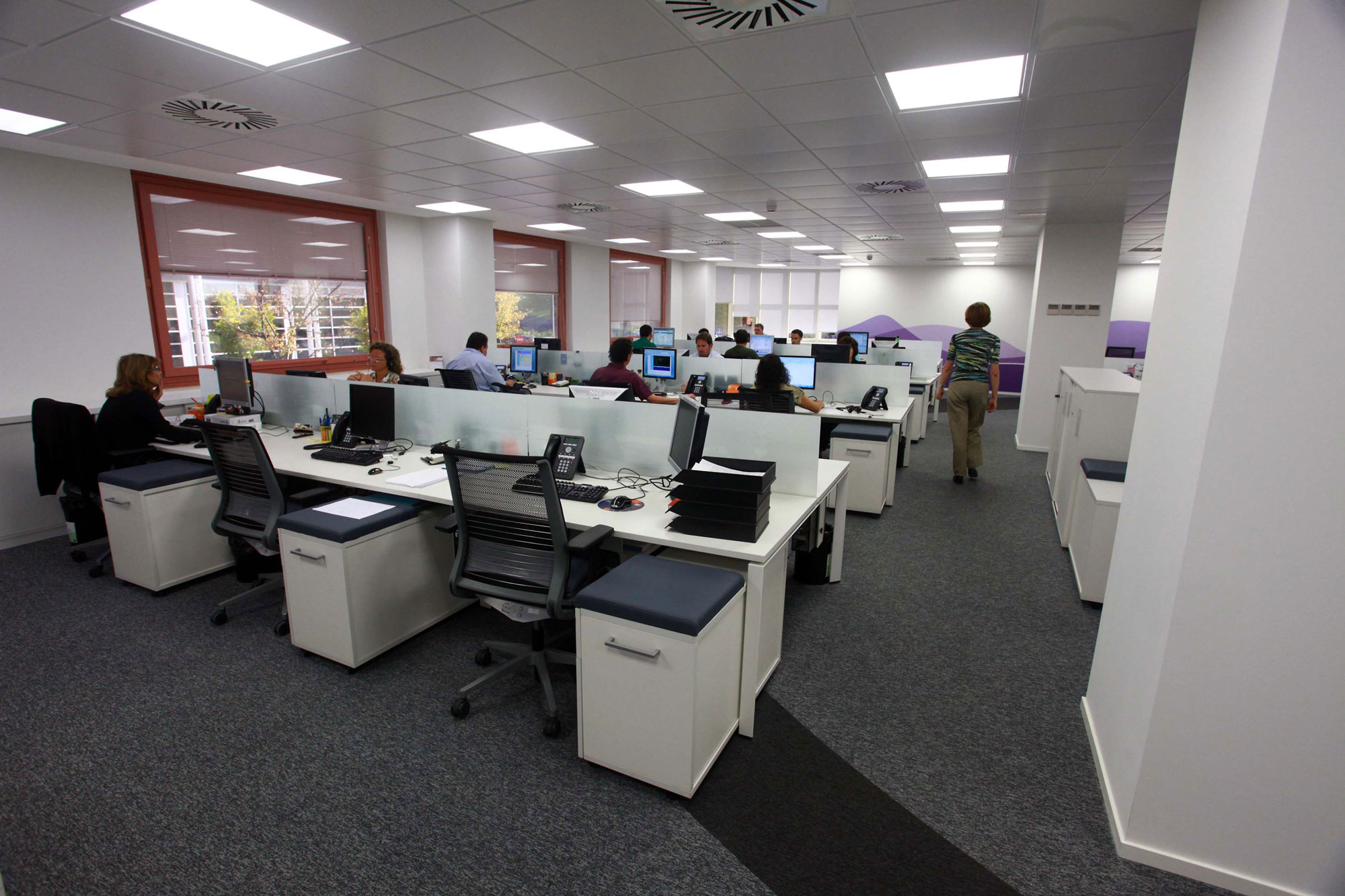 Steelcase equipa las oficinas de las sedes corporativas for Oficinas santander bilbao