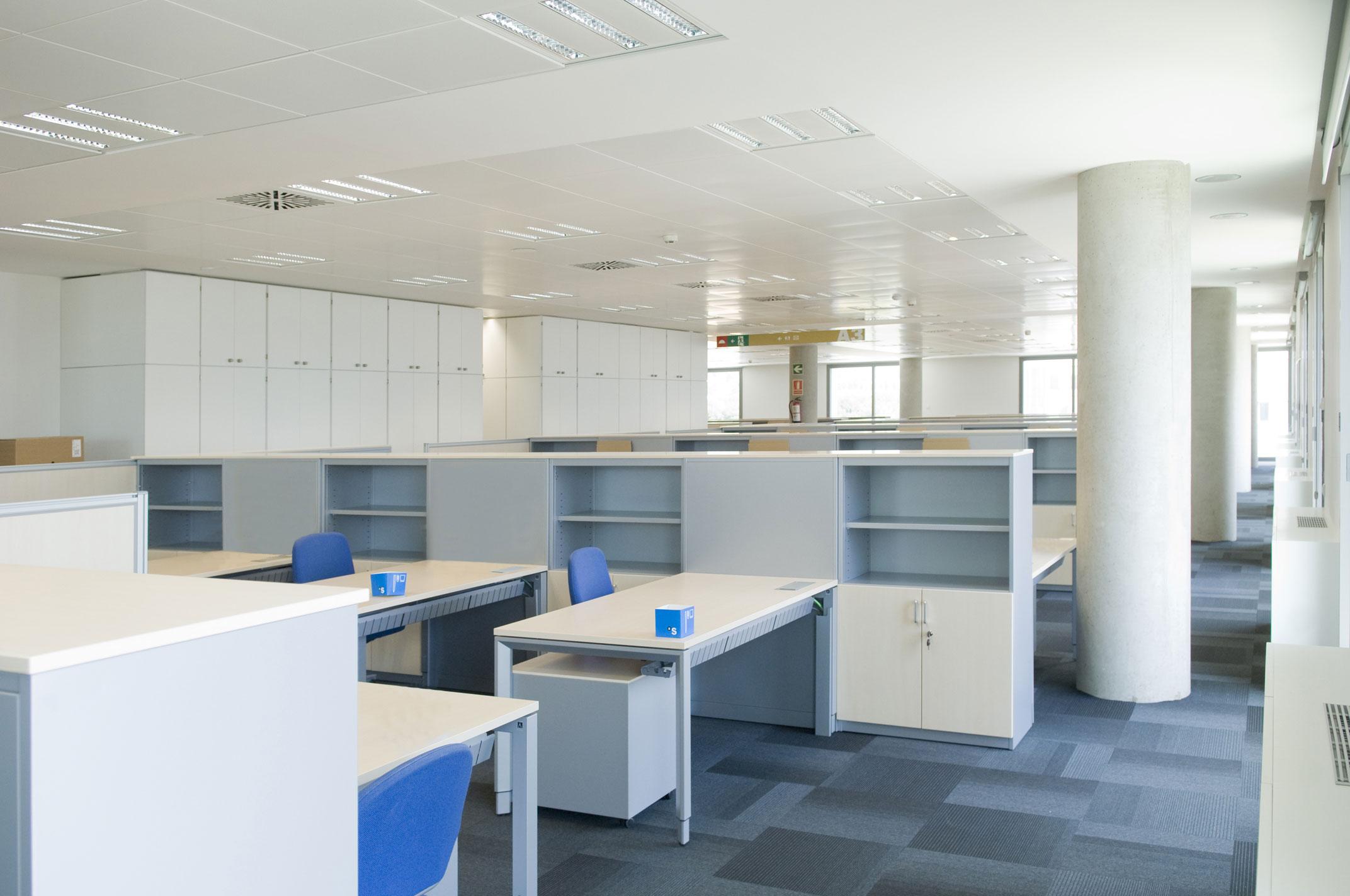 actiu amuebla las nuevas oficinas centrales del banco