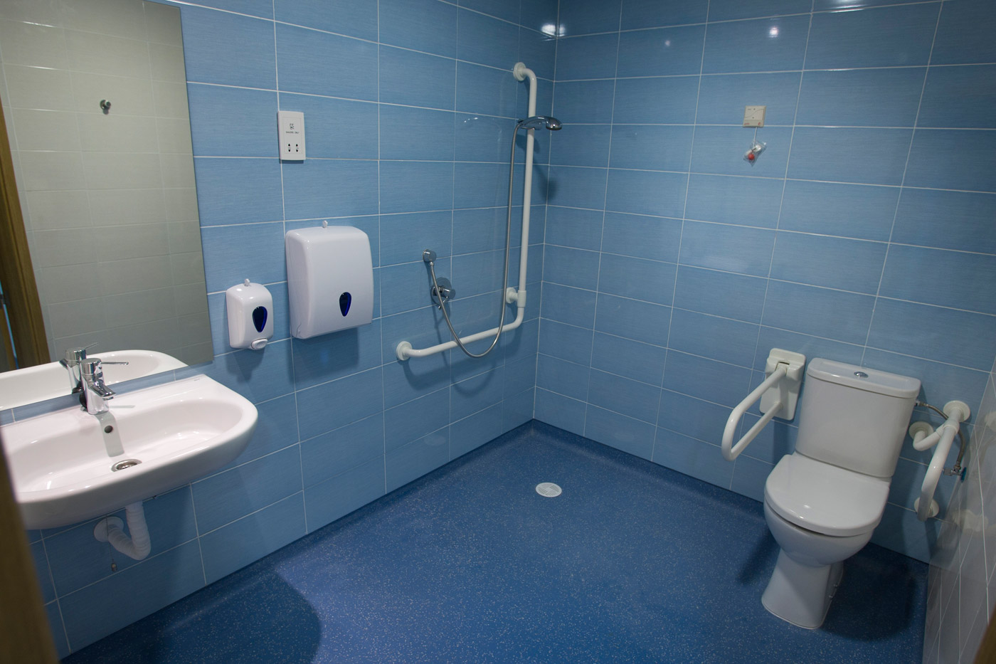 Altro comprometido con la seguridad e higiene en el - Suelos para el bano ...