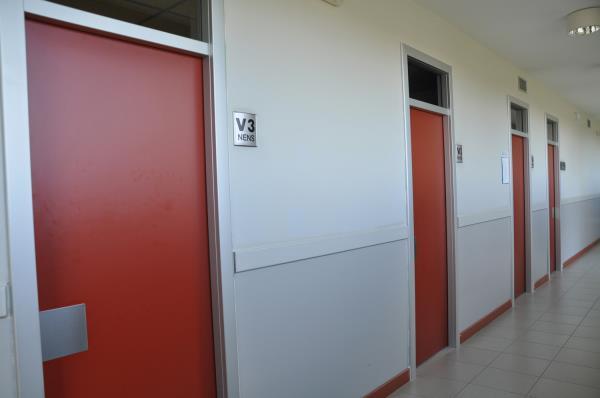 Mobelmol se encarga de la rehabilitaci n de puertas y for Piscina municipal centelles