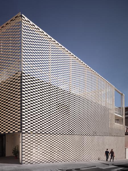 Fachada flexible p rgola y paneles de hormig n - Calle escorial barcelona ...