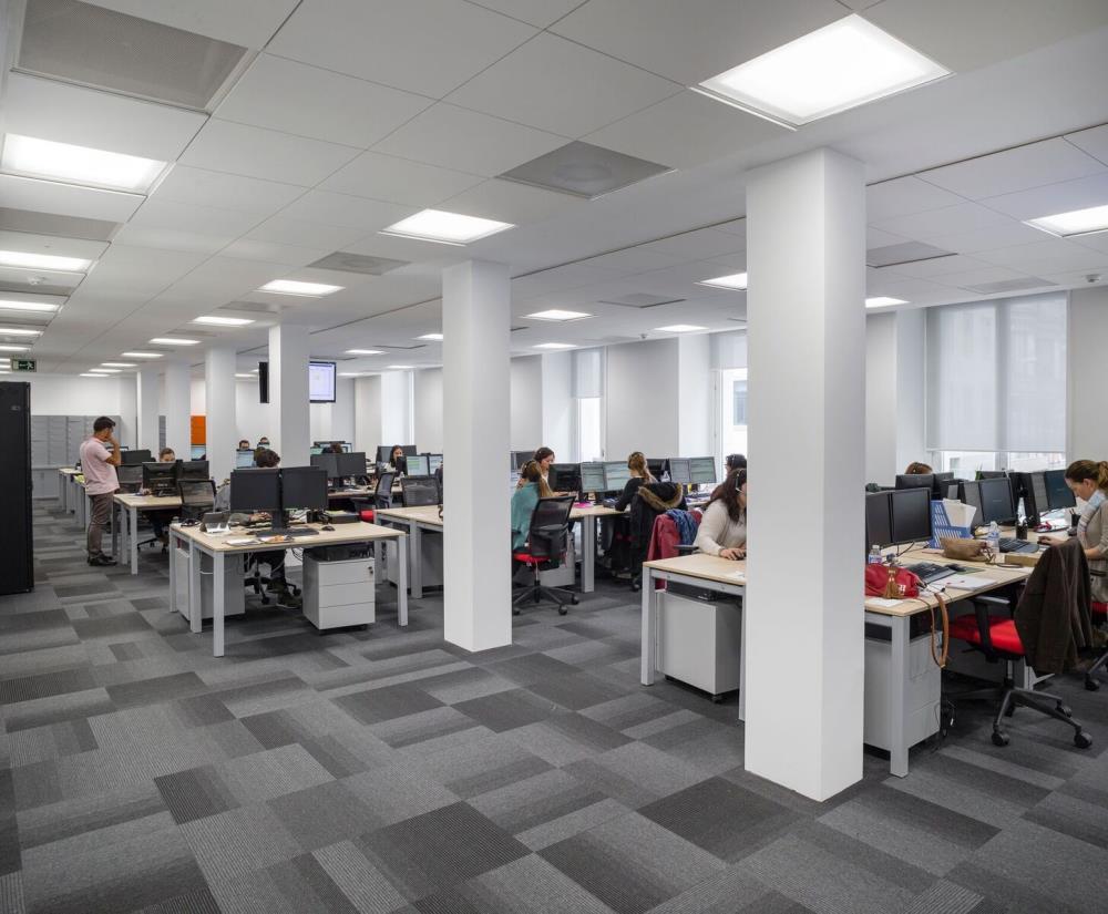 Techos armstrong enla renovada sede de catalana occidente for Catalana occidente oficinas