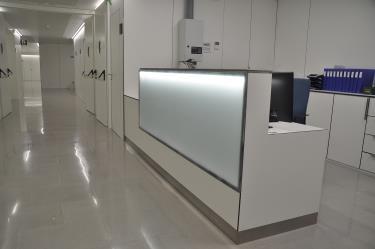 Mobelmol Instala Mobiliario Y Revestimientos En Un